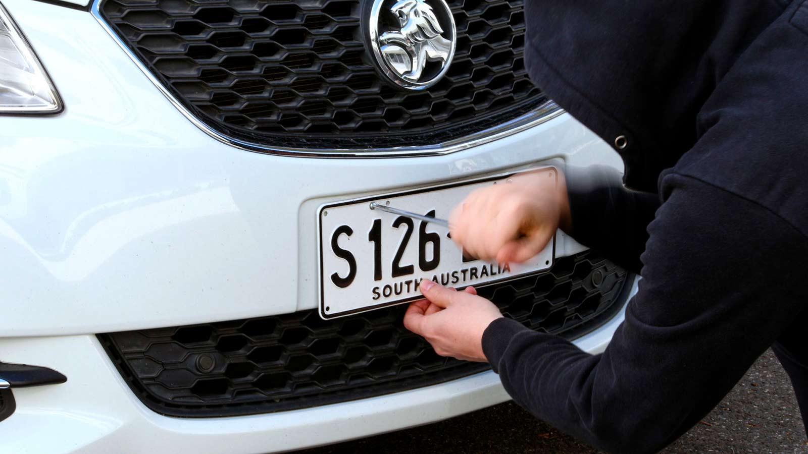 Воровство автомобильных номерных знаков в России